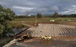 Constructions of the rock ramp and fishway at the South Dubbo Weir, 5 July 2016